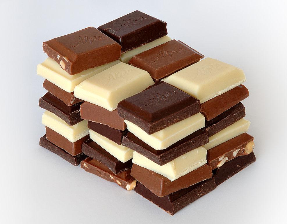 Темный шоколад может спасти отбессонницы— Ученые