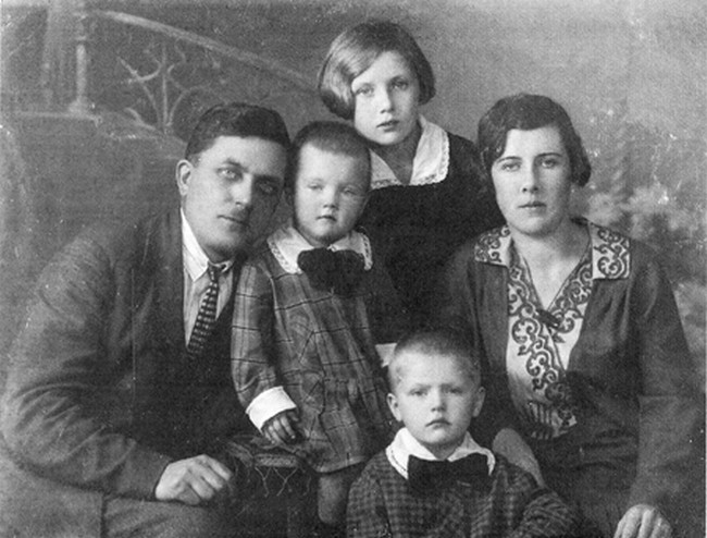 Петкевич-семья.jpg