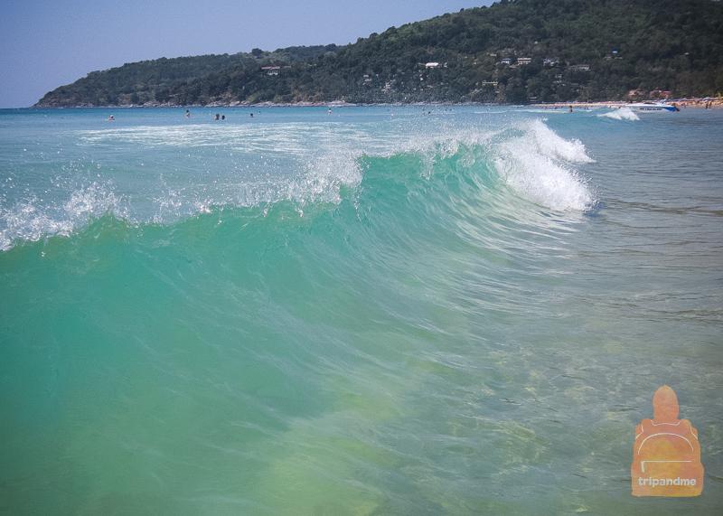 На Кароне бывают высокие волны
