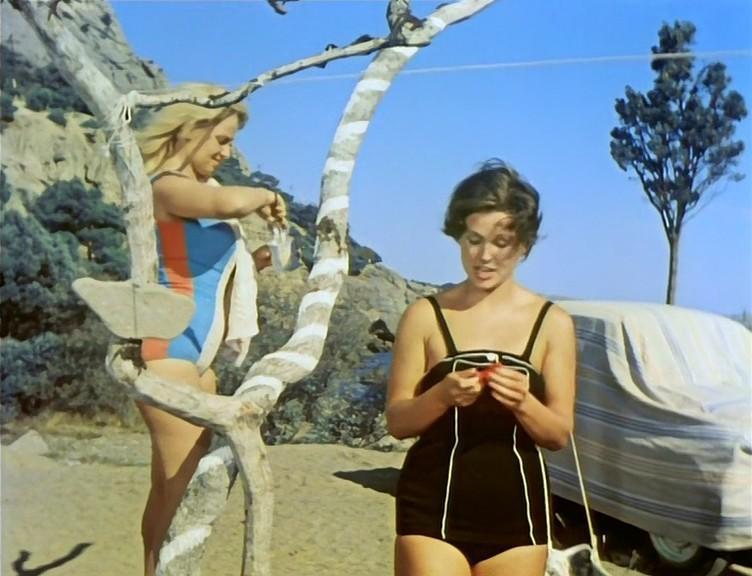 Наталья Кустинская и Наталья Фатеева, 1963 год. Кадр из фильма «Три плюс два».