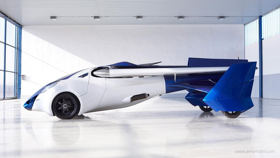 6. Запас хода по шоссе — 875 км. В режиме самолета AeroMobil 3.0 способен пролететь 700 км.