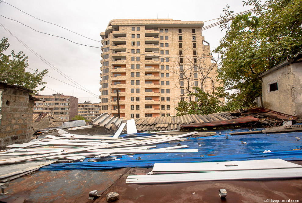 7. Да, я не сказал, что до центра Еревана отсюда всего 10-15 минут ходьбы пешком.