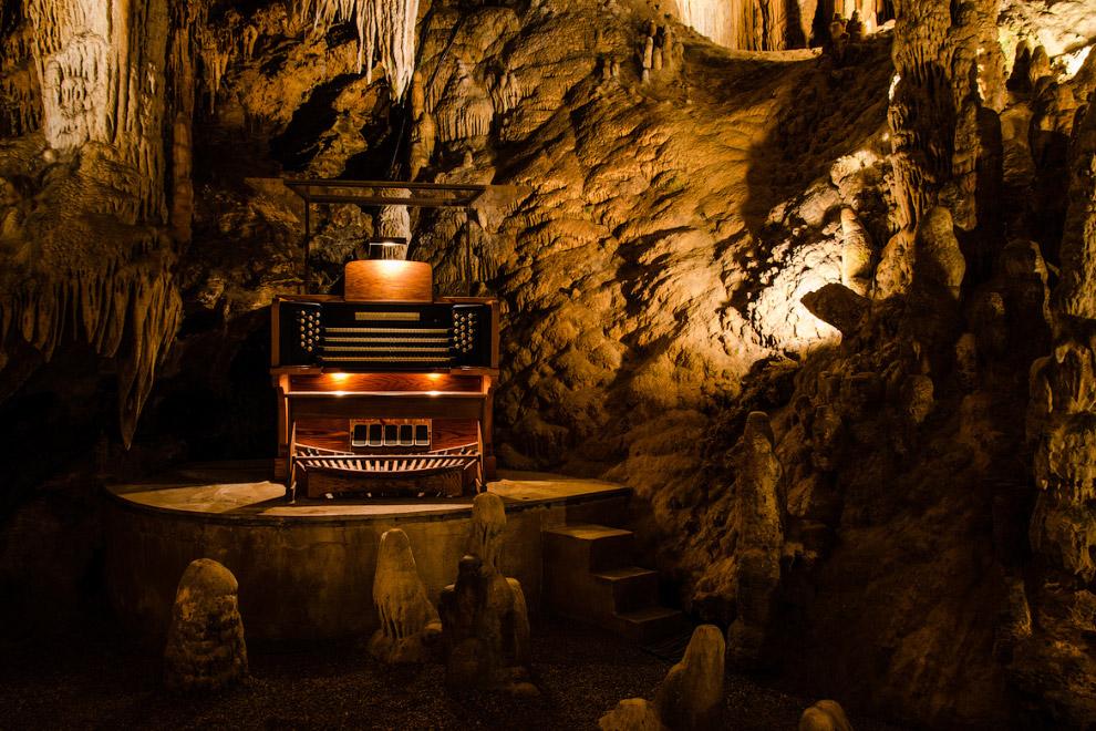 Пещерный монастырь находится в Молдове . Археологический комплекс «Старый Орхей» расположен в 6