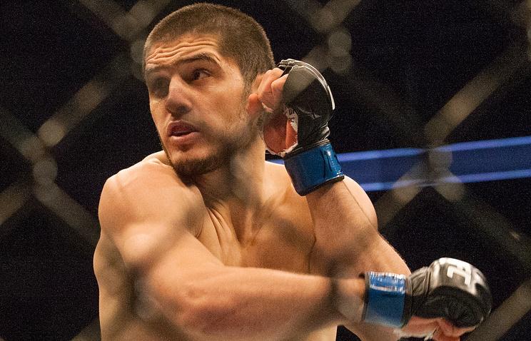 Российский боец Махачев победил американца Ленца натурнире UFC 208