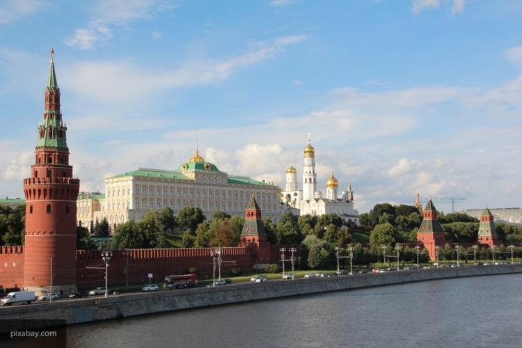 Неменее тысячи молодых музыкантов объединились водин ансамбль устен Кремля