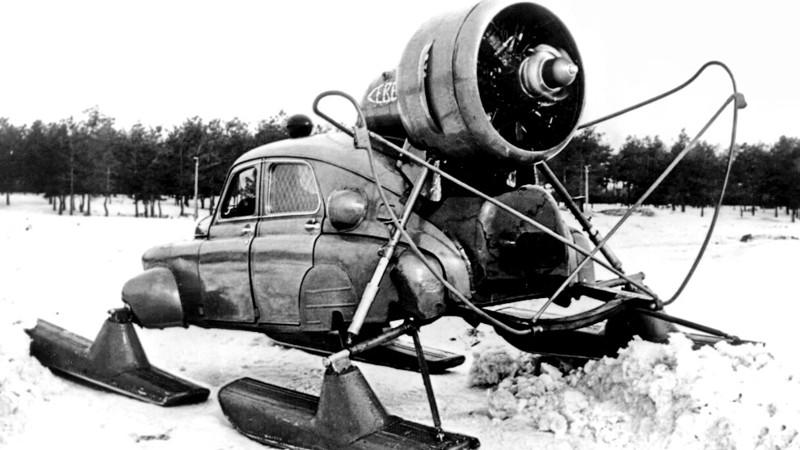 ГАЗ М-20 «Победа Север» – модификация автомобиля для езды по снегу, средняя скорость 30-35 км/ч