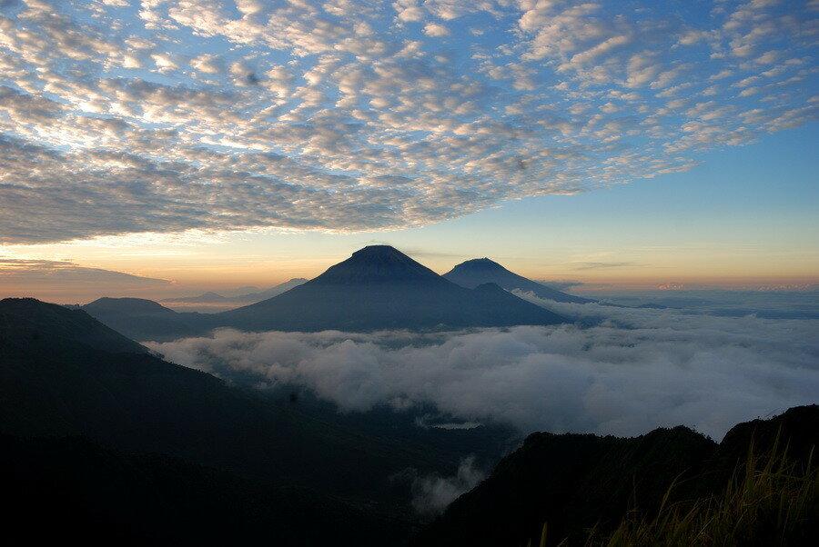 Вулканы Синдоро и Сумбинг