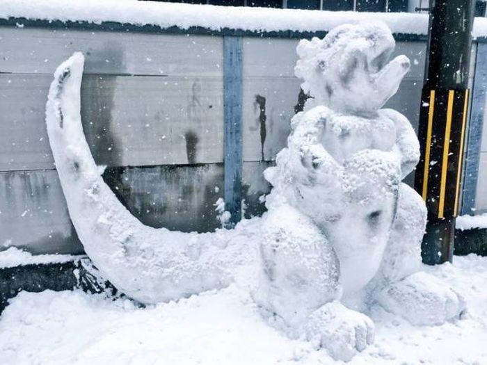 Суровые японские снеговики
