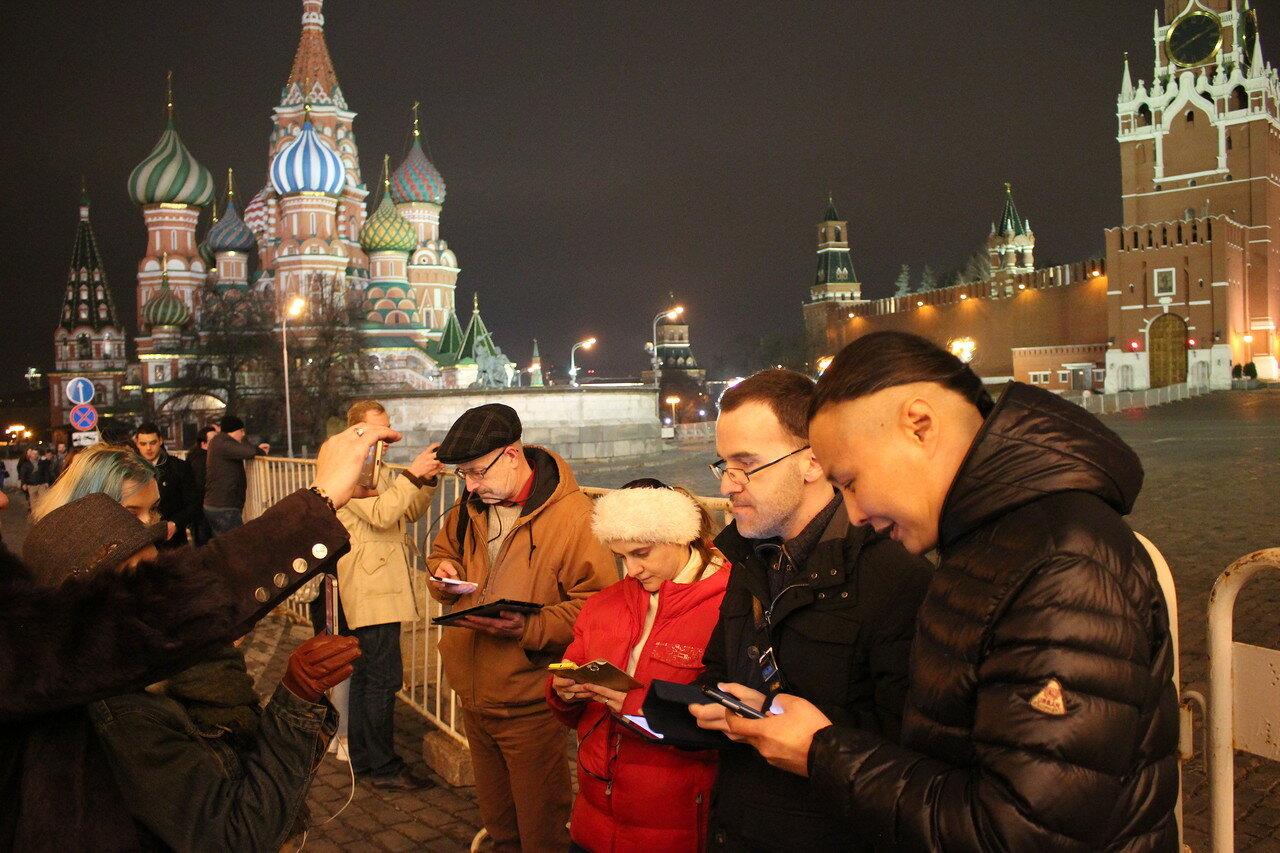 Красную площадь перекрыли из-за четверых активистов