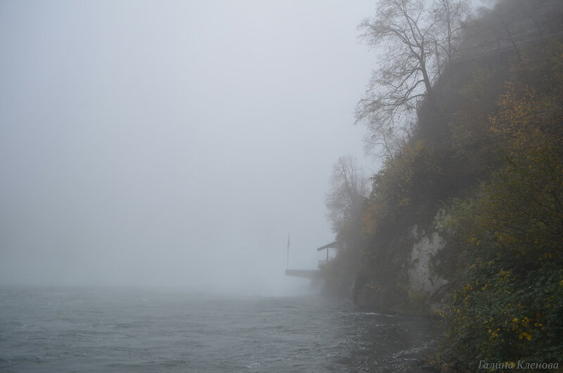 Над водопадом туман