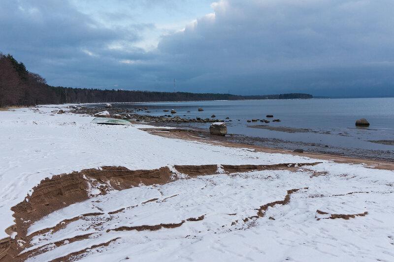 песчаный пляж на киперорте зимой