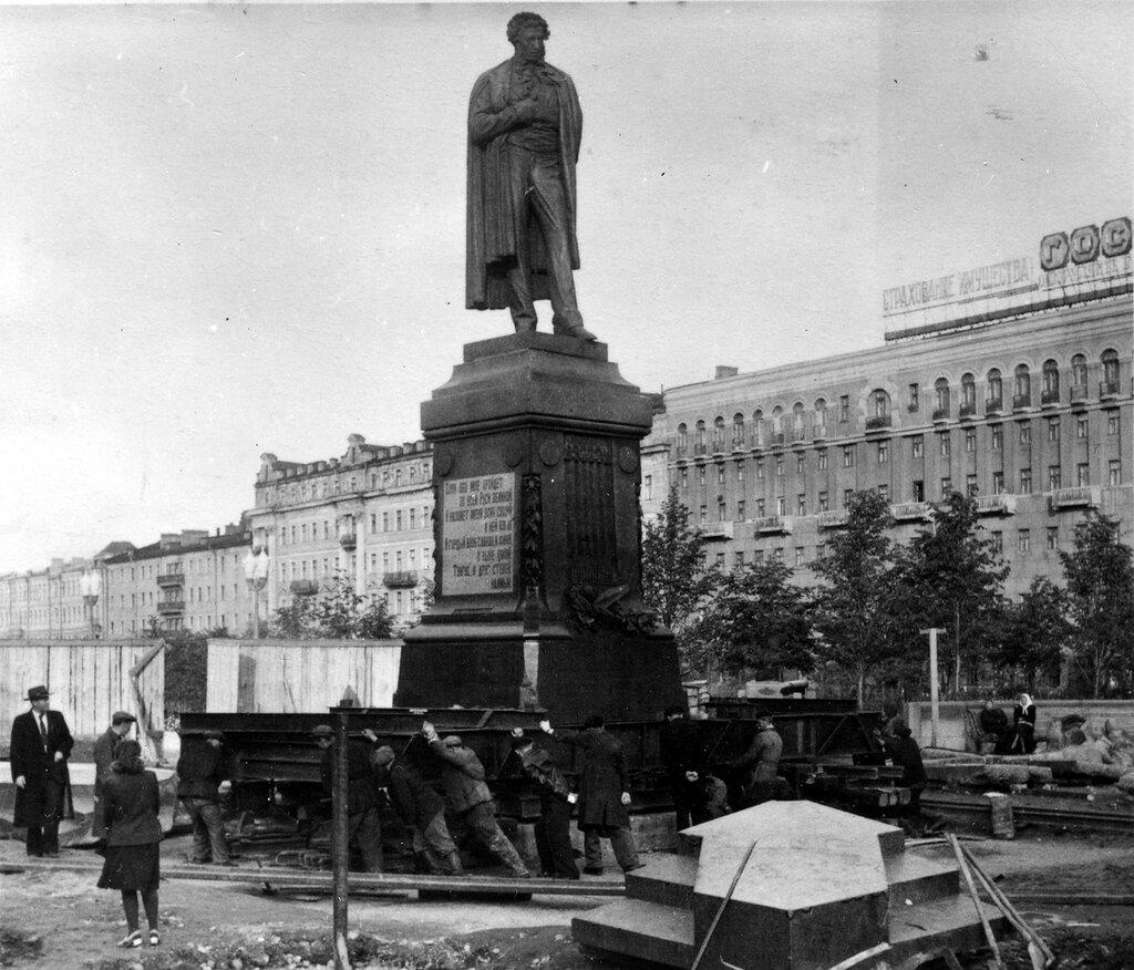 192755 Передвижка памятника Пушкину.jpg