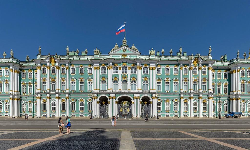 Центральная часть южного фасада Зимнего дворца.jpg