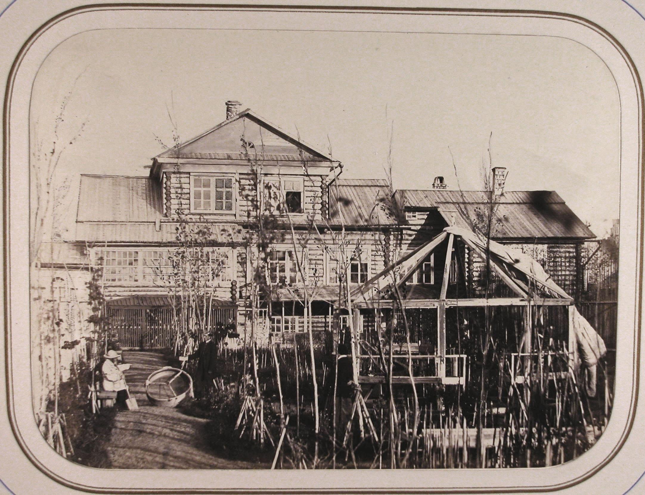 Вид части сада и дома (вид с бельведера дома А.П.Нордштейна)