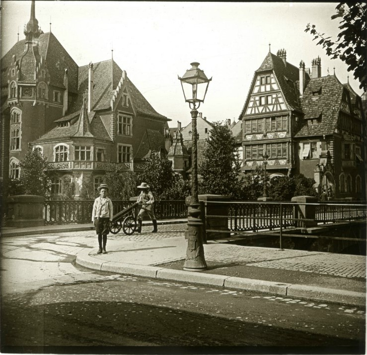 1907. Мальчуган гимназист Ганс Рудольф бежавший за экипажем.  Эльзас. Страсбург