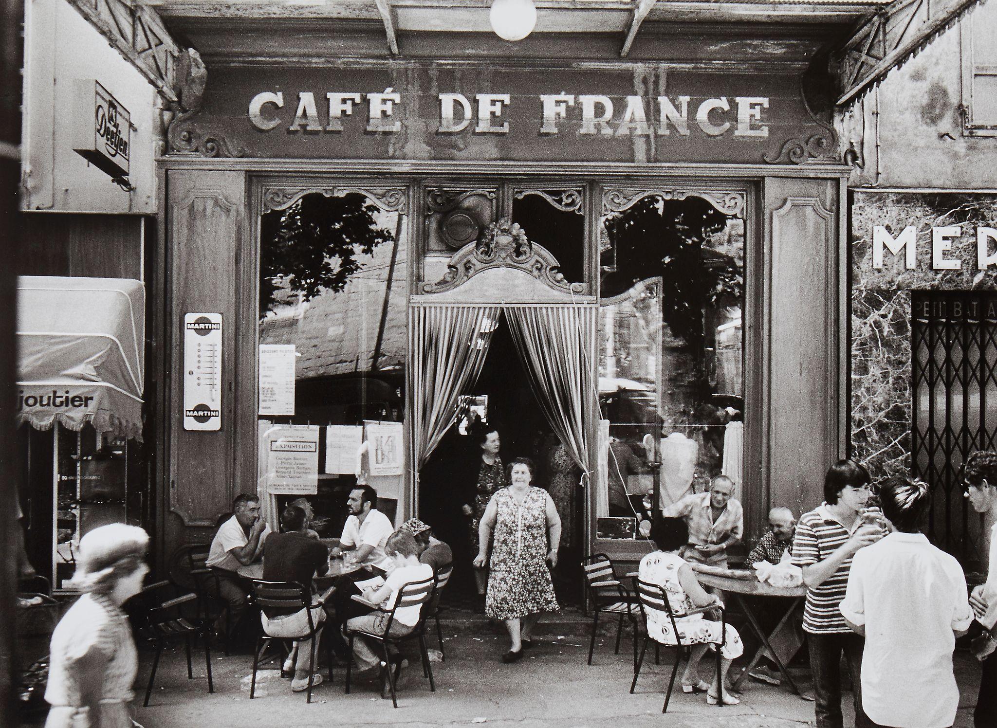 1979. Л'Иль-сюр-ла-Сорг. Кафе