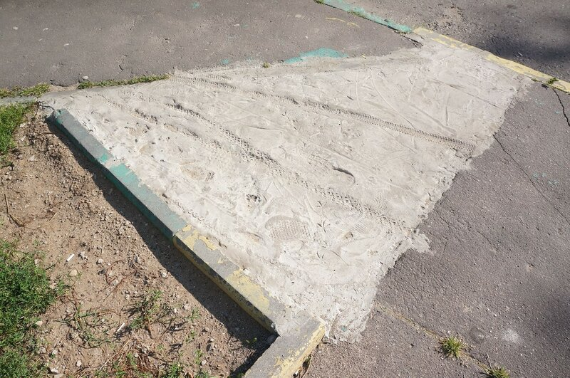 Следы на бетоне