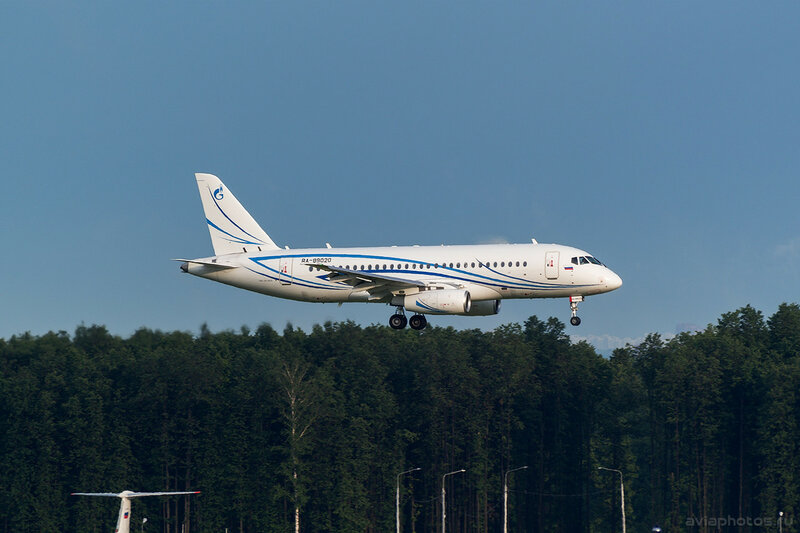 Sukhoi Superjet 100-95LR (RA-89020) Газпромавиа 327_D801924