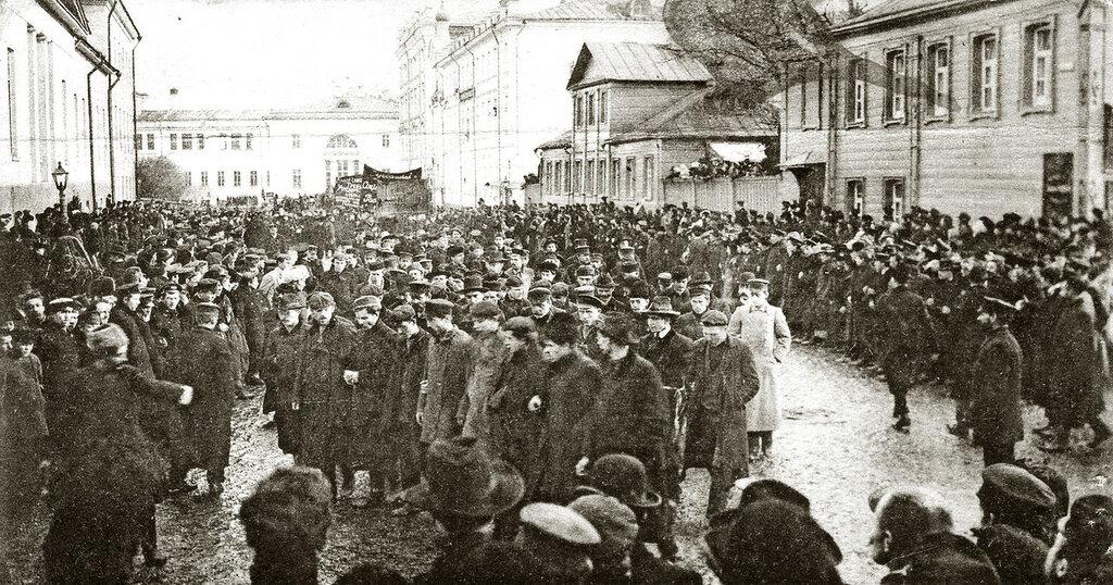 """Традиции похорон - """"красные"""" похороны Первой русской революции"""