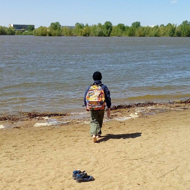 Мальчик и река