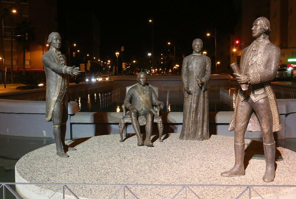 Ночная Малага. Памятник семье Галвес
