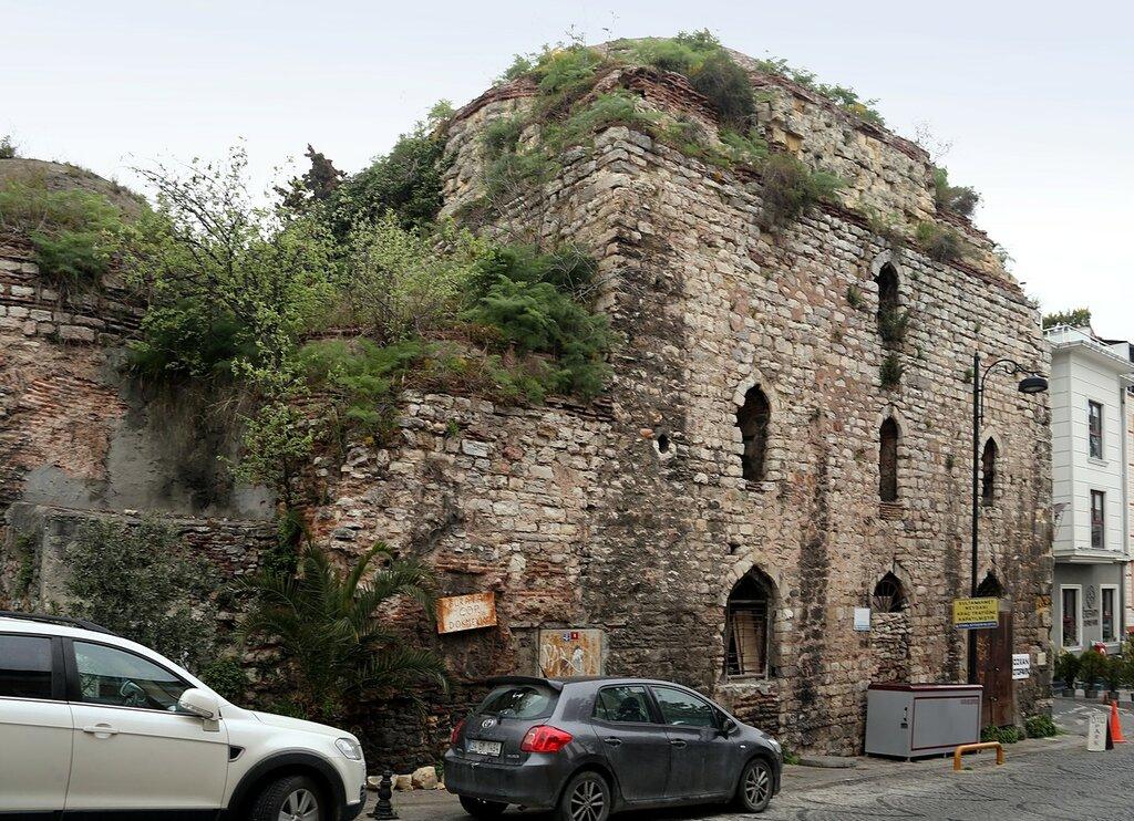 Istanbul.  Bani Ishak Pasha (Ishak Paşa Hamamı)