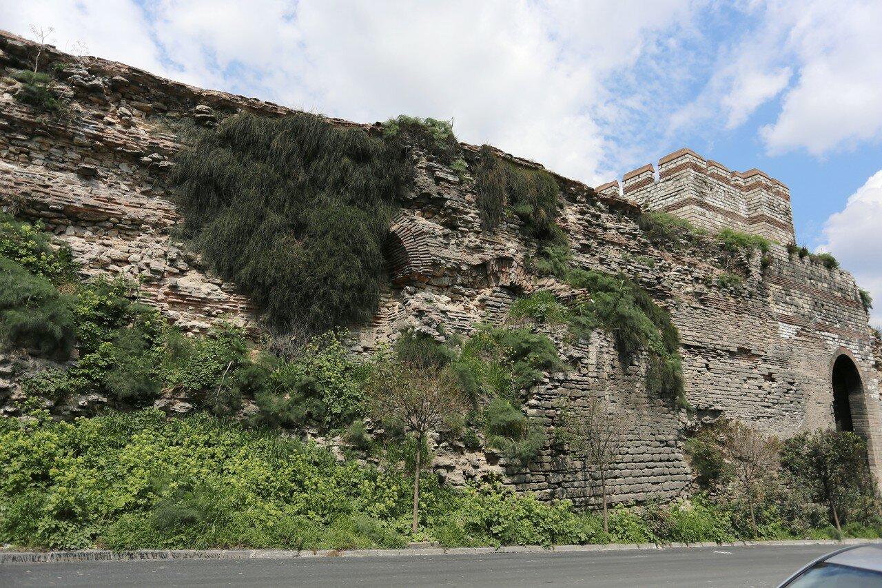 Стамбул. Стены Топкапы (Topkapı Surları)