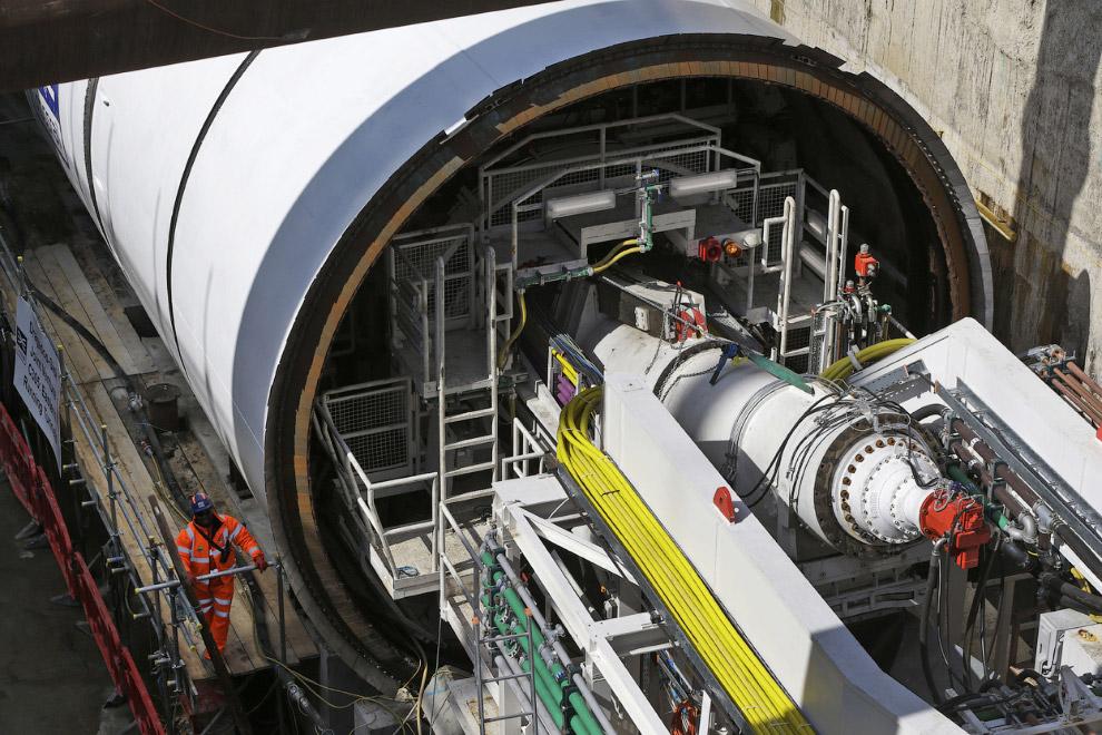 Расширение тоннеля Коннот, построенного в 1878 году. С декабря 2006 он не использовался для пас