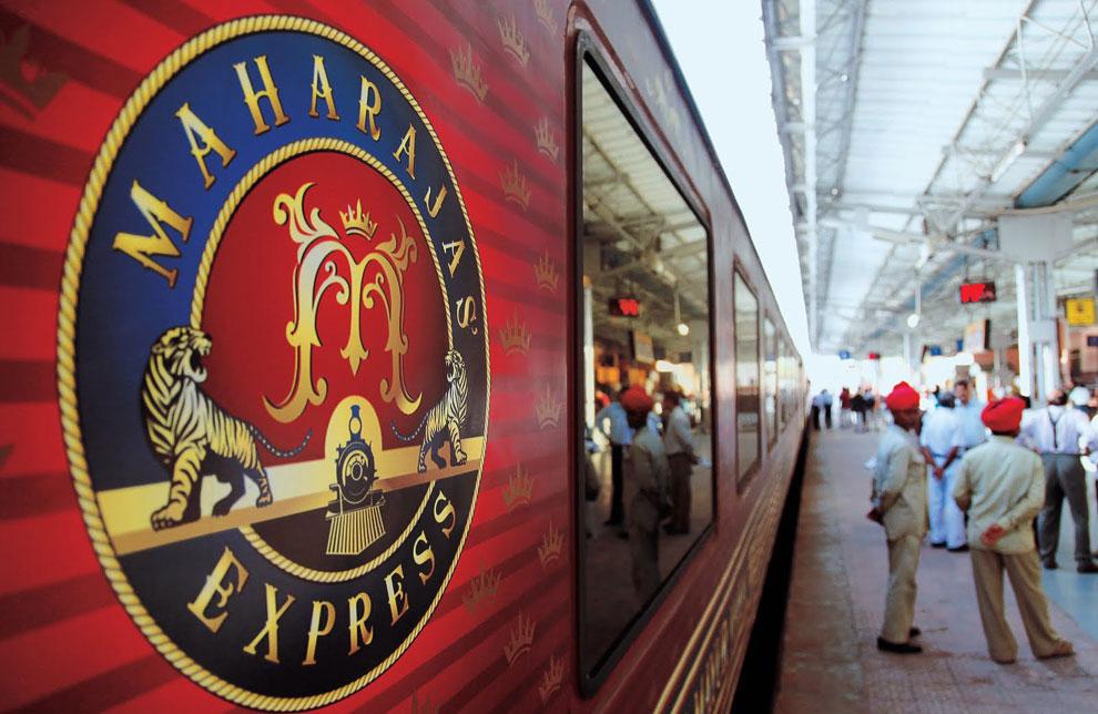Поезд особенно гордится своим президентским люксом, который состоит из большой гостиной, мастер