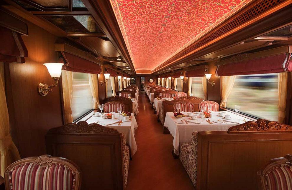 Три дня в вагоне класса «люкс» стоят $7 700 , а президентский люкс обойдется в $25 800 с челове