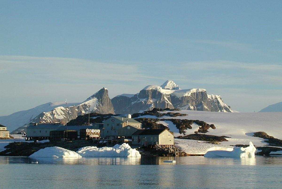 6. Станция «Академик Вернадский», остров Галиндез, Антарктика Думаю, вы знаете, что станция «Академи