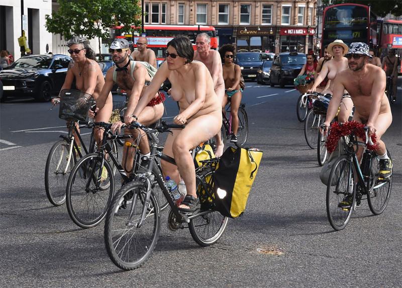 Гонка проводится в знак протеста против нефтяной зависимости и автомобильной культуры в Великобритан