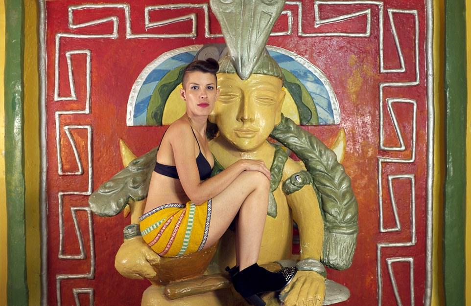 Kiss Me: колумбийский мотель на час, где можно сыграть в любую ролевую игру (19 фото)