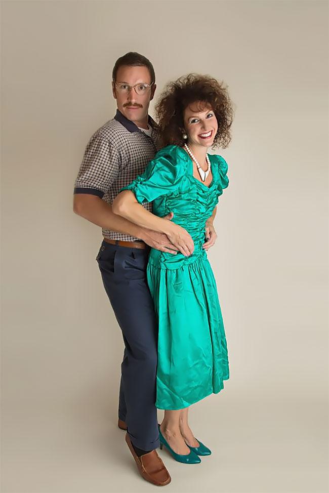 К 10-летию брака пара снялась в дурацкой фотосессии в стиле 80-х (15 фото)