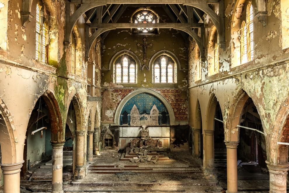 Атмосферные фотографии заброшенных церквей (21 фото)