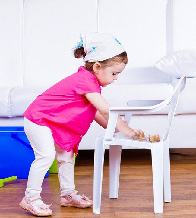 © depositphotos  Дайте ребенку задание найти 5 (7, 10) вещей, которые нужно выбросить (огрызк