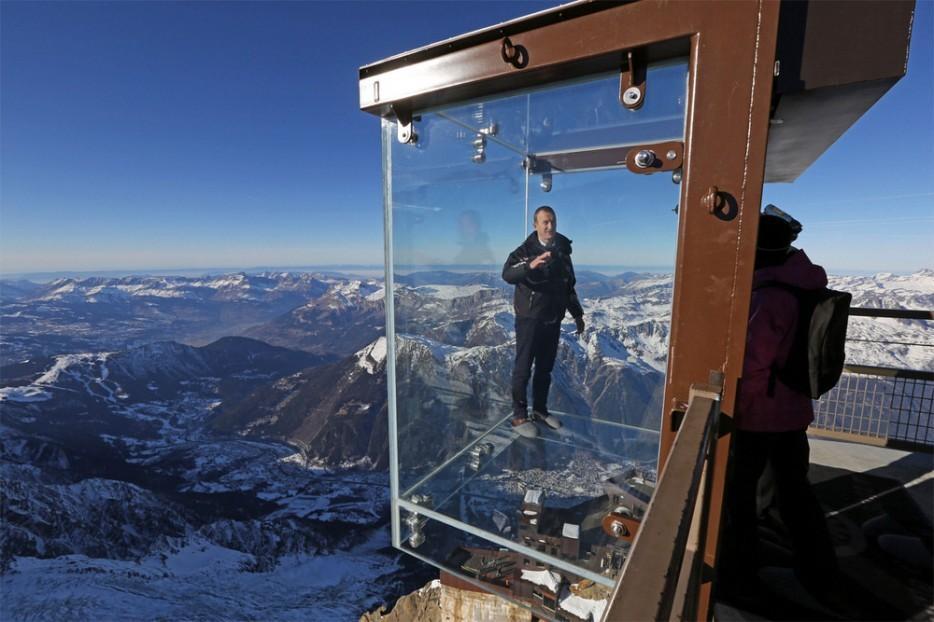 2. На высоте 3800 метров на вершине Эгюий-дю-Миди находится стеклянная клетка, которая называется «Ш