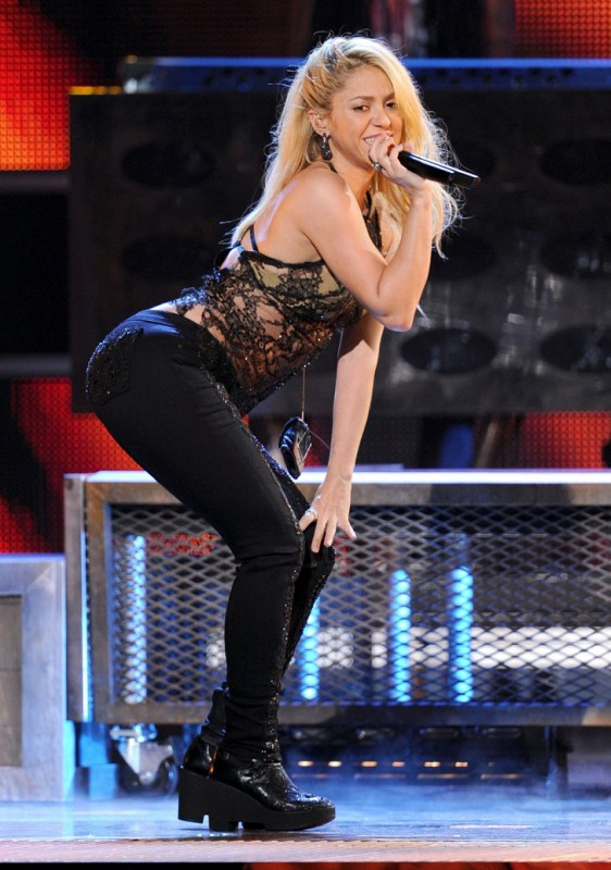 С самого начала карьеры Шакиры ее попа стала ее визитной карточкой. Шакира сама занимается постановк