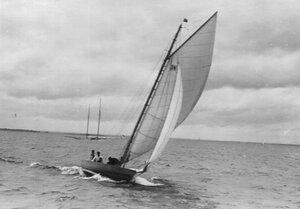 Яхта во время соревнований