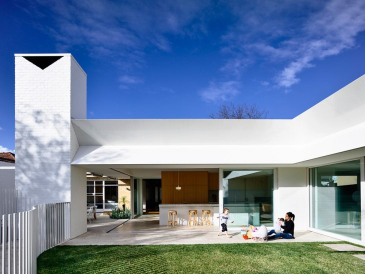 Kennedy Nolan designed this stunning modern residence located in Melbourne, Australia, in 2016. Take
