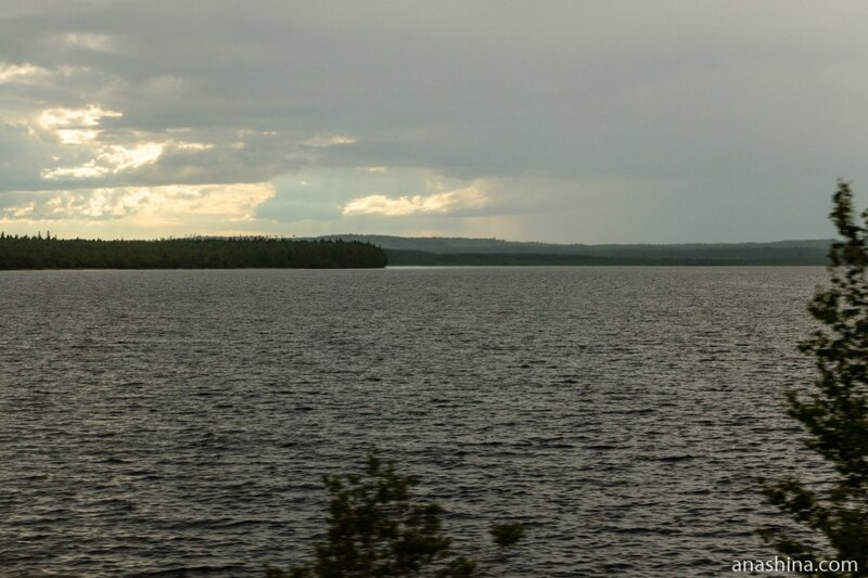 Озеро вдоль дороги, Карелия