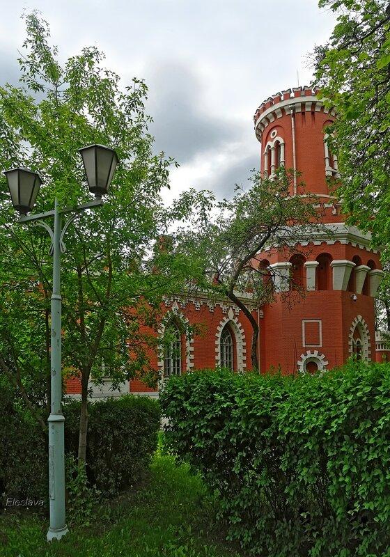 Башня и фонарь Петровского Путевого дворца...