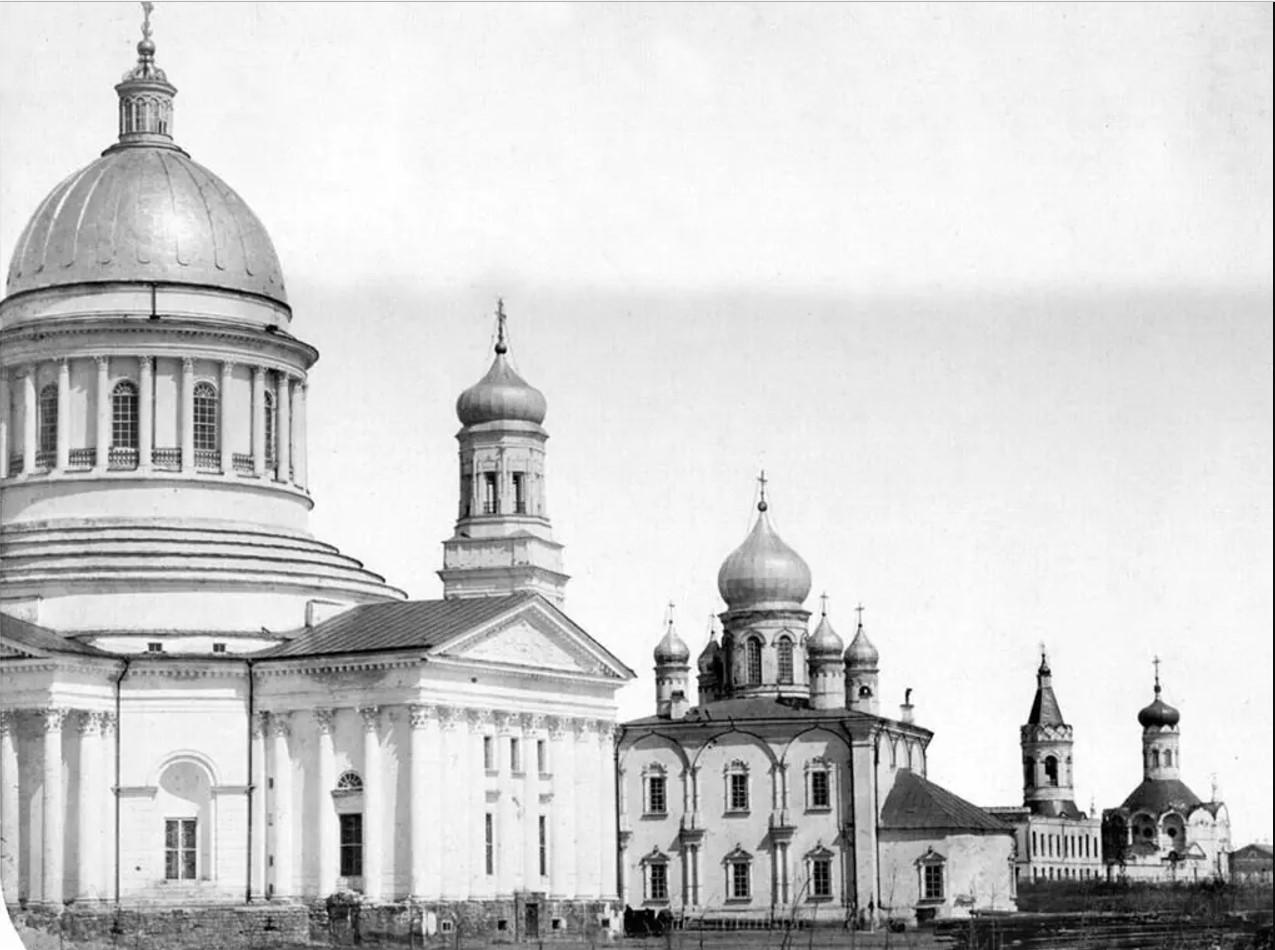 Вид с Соборной площади на Троицкий кафедральный собор, Николаевский и Казанскую церковь