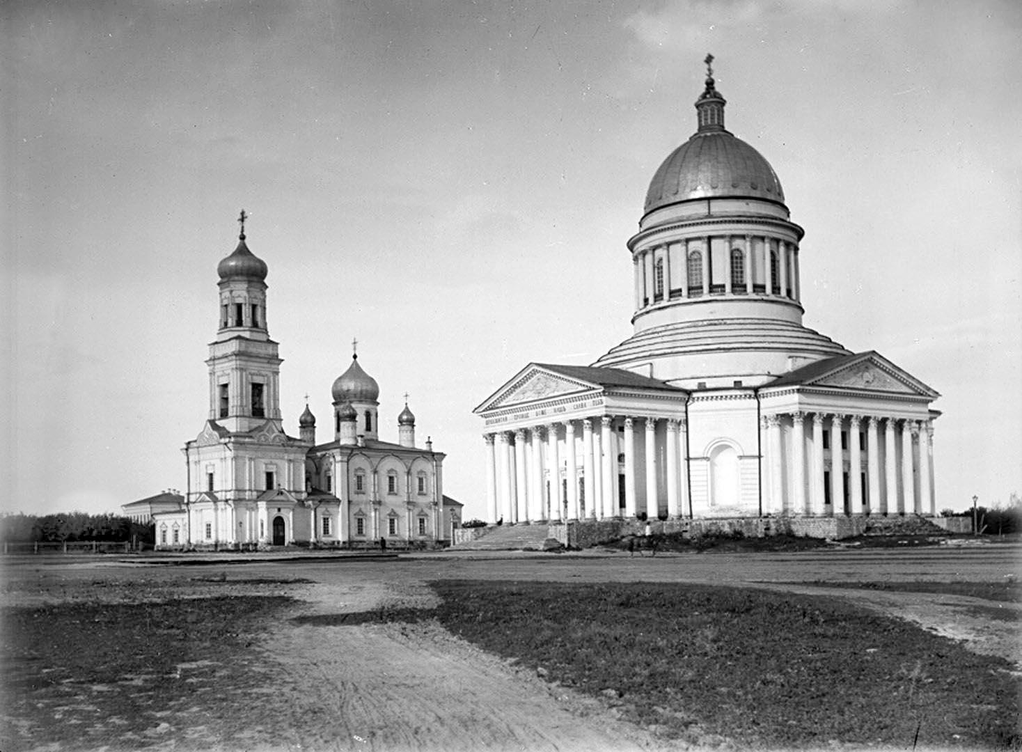 Николаевский зимний и Троицкий летний кафедральные соборы