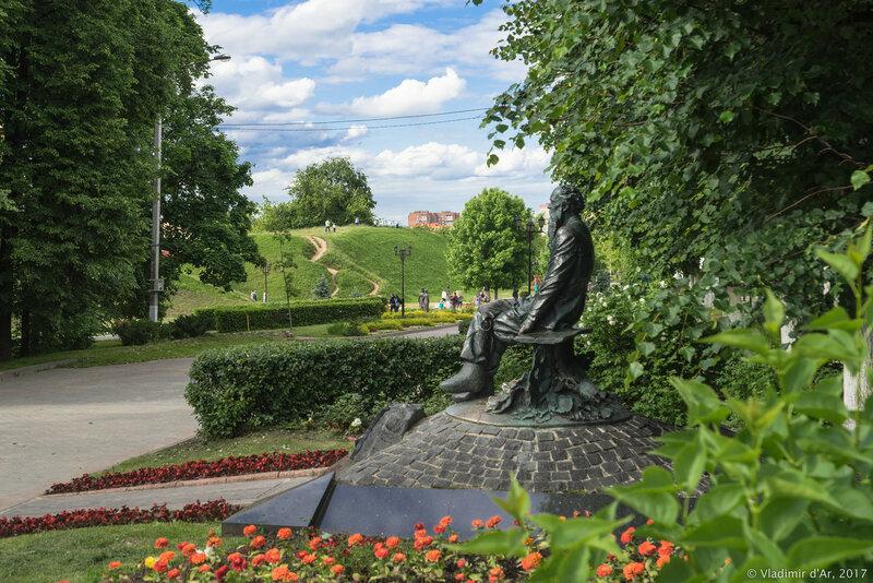 Памятник Петру Кропоткину в Дмитрове