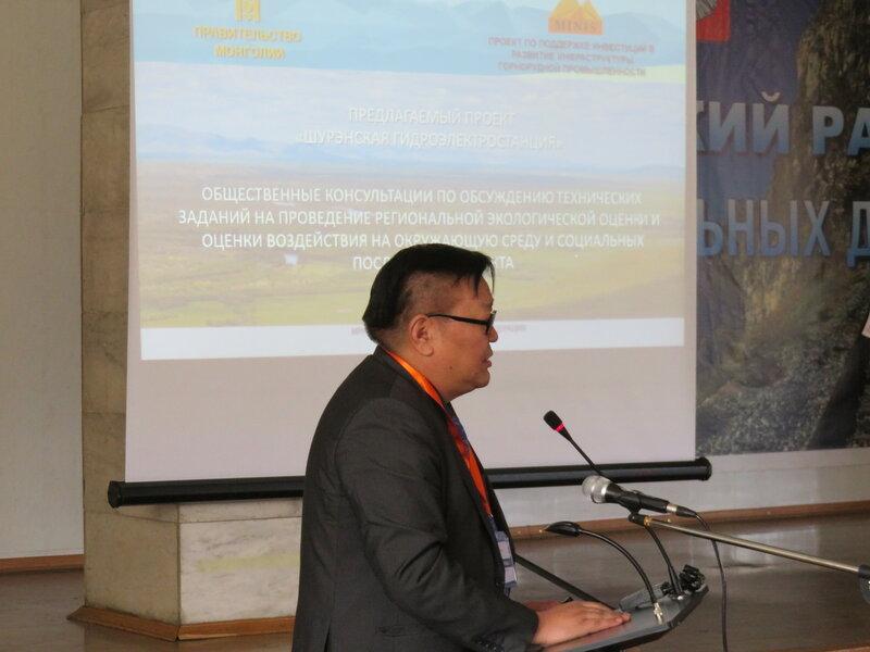 Представитель монгольской делегации Гэндэнсурэн Ёндонгомбо на общественных слушаниях по монгольским ГЭС в Иркутской области. Фото: Александр Колотов