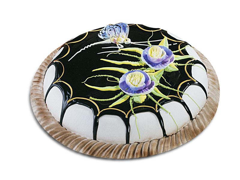 Красивый торт с фантастическими цветами.  Международный день торта!
