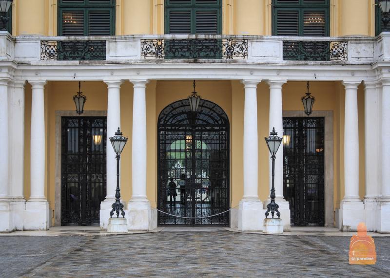 Вход в Шенбруннский дворец