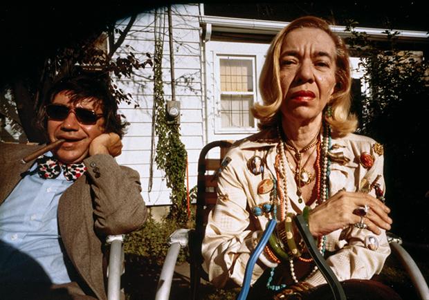 Мама и ее младший брат, 1979.