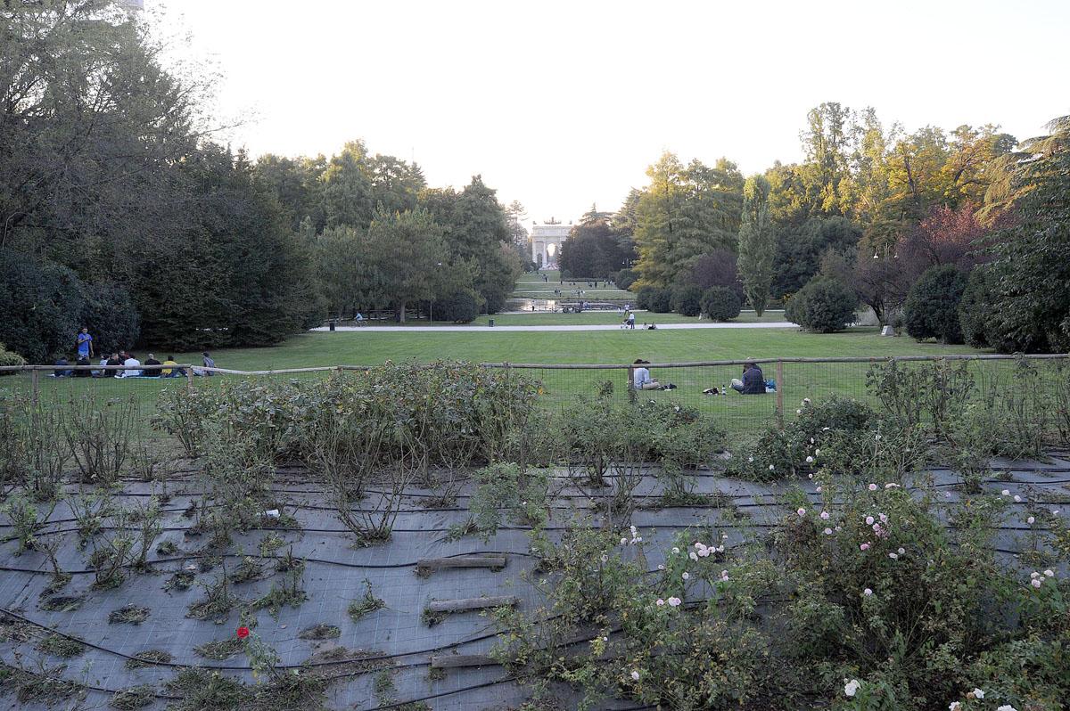 39. А за замковыми стенами начинается парк Семпьоне.